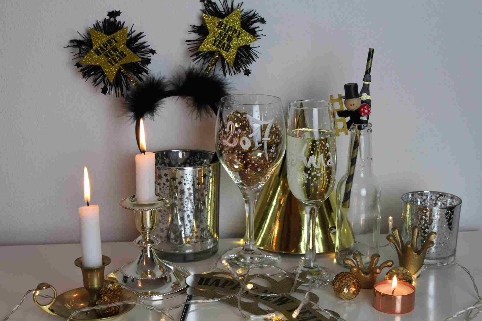 glitzer gold silber und kupfer die silvester tischdeko wird glamour s hna 7. Black Bedroom Furniture Sets. Home Design Ideas