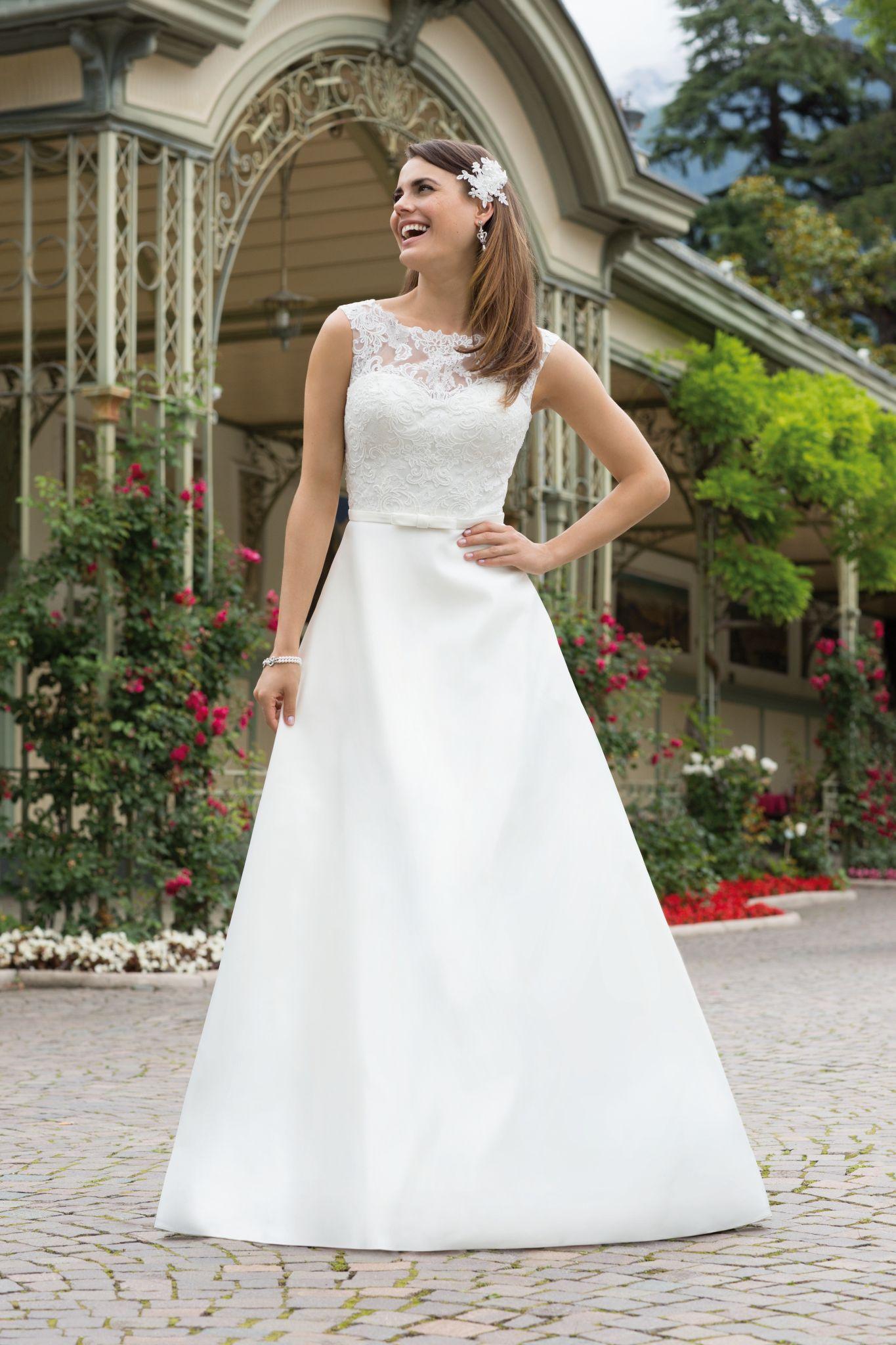 Wunderbar Finden Perfekte Brautkleid Fotos - Hochzeit Kleid Stile ...